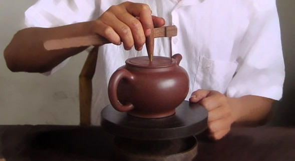 Drawing an opening on the teapot
