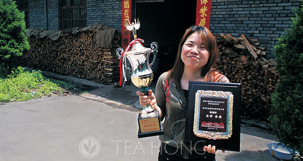 Xiao Fan with Trophy