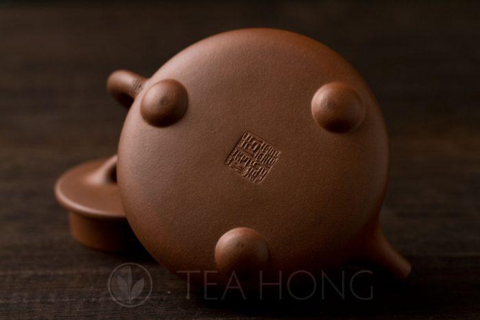 Zhou Li Ping: Shi Piao | Yixing teapot — bottom view