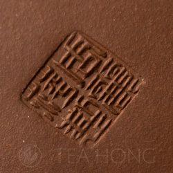 Zhou Li Ping: Shi Piao   Yixing teapot — artist seal closeup
