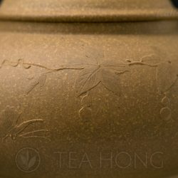 Applique of butterfly and gourd motifs on the Pan-hu