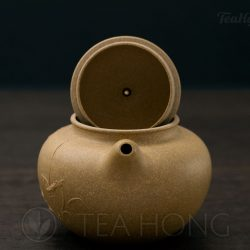 Duo Qiu with waterbird motif, with the lid open.