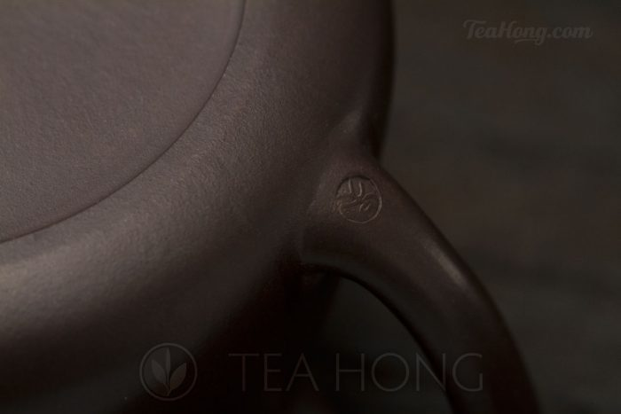 Yixing teapot — Wu Min: Bamboo Shi-piao handle seal