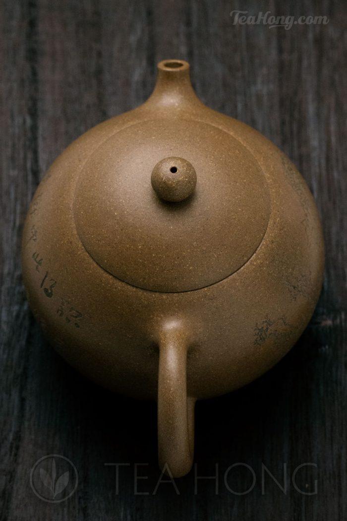 Yixing teapot — Yao Ling Xiang: Reverse Handle Concubine: top