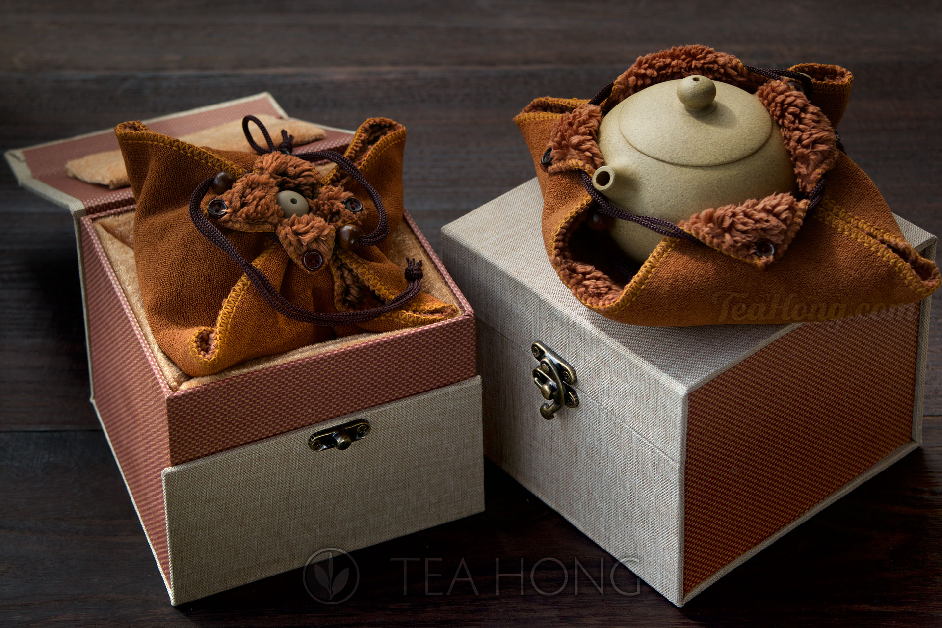Collector box for Yea Hong's Yixing Teapots