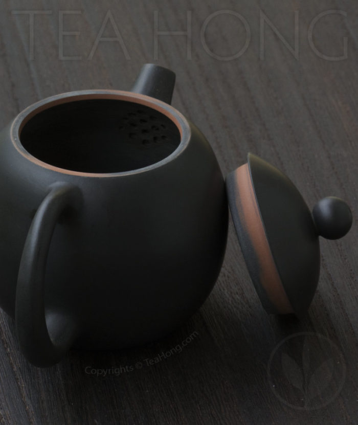 Yunnan Zitao Teapot   Yau Cheng: Dragon Egg — Black, 3 quarter back