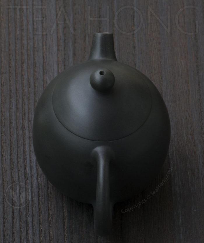 Yunnan Zitao Teapot   Yau Cheng: Dragon Egg — Black, top view
