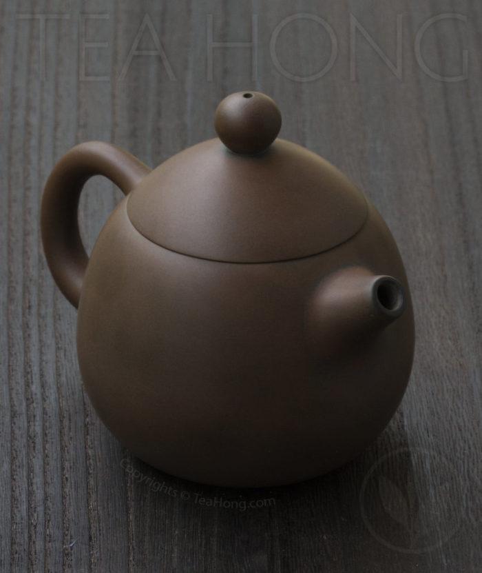 Yunnan Zitao Teapot   Yau Cheng: Dragon Egg — Coffee colour, 3 quarter view