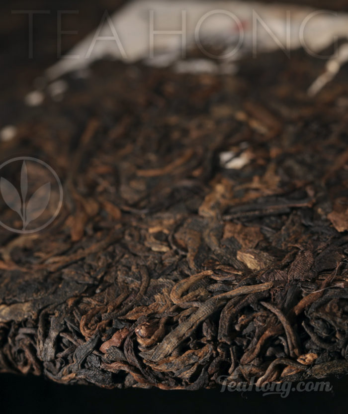 Bulang Old Tree Shu Puer, edge of the discus close-up