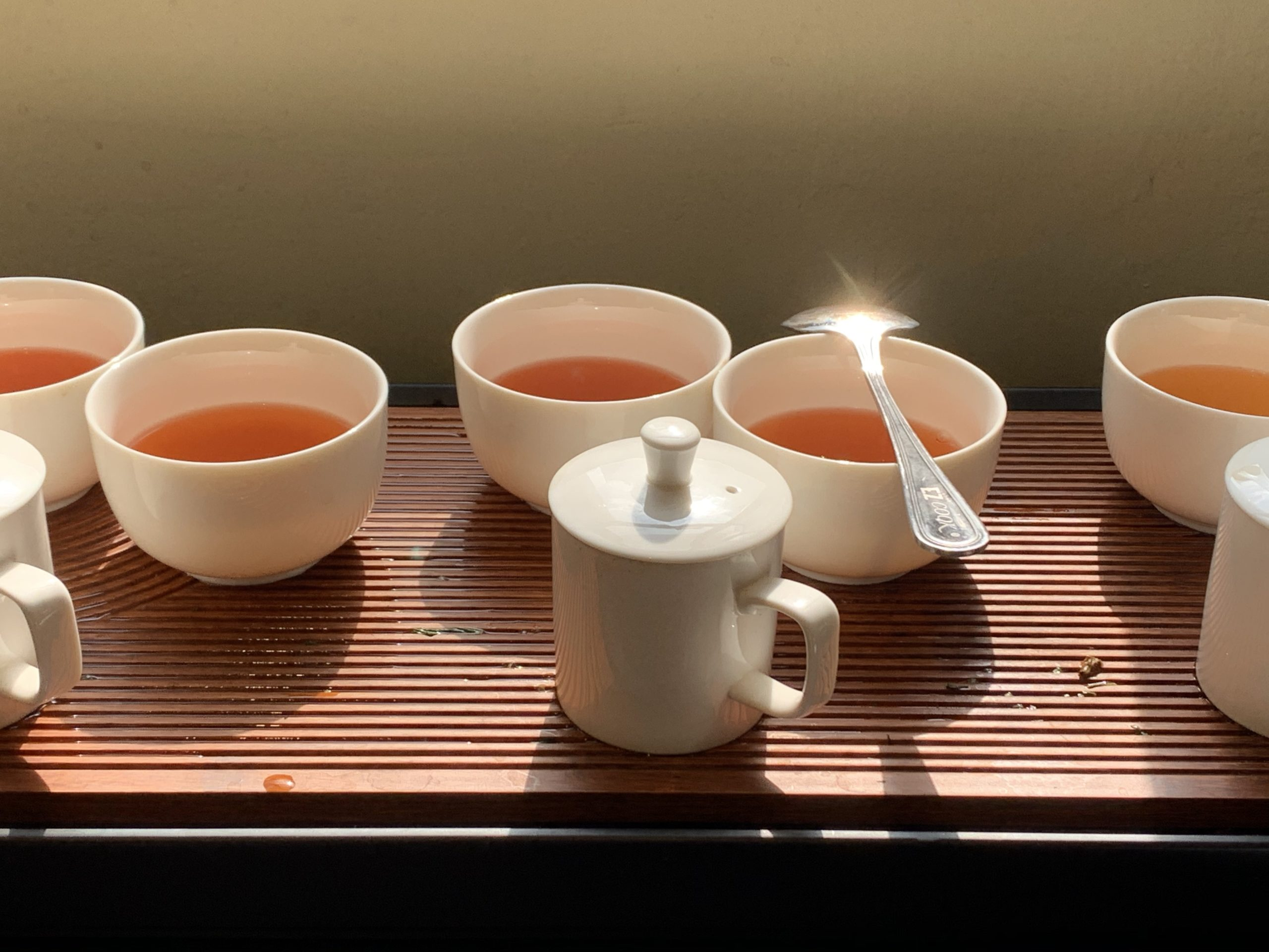 Taster's mugs and tea bowls on an infusion table